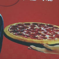 Foto tirada no(a) Pizza Hut por Paolla M. em 11/24/2012