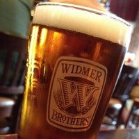 Photo prise au Widmer Brothers Brewing Company par Bill A. le5/18/2013