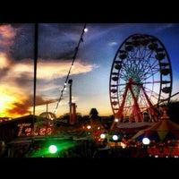 รูปภาพถ่ายที่ Fiestas de Octubre โดย Bryan T. เมื่อ 10/29/2012