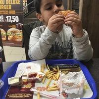 Photo taken at Burger King by Zelalalper Ö. on 2/24/2016