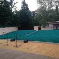 Photo taken at Зеленый Театр / Green Theatre by Мека Ч. on 7/20/2016