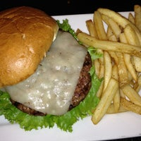 Photo taken at Lone Star Steakhouse & Saloon by Elliot P. on 11/12/2012