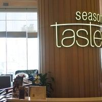 Photo taken at Seasonal Taste by 廣文 on 5/5/2017