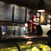 Foto tomada en Starbucks por Lalo T. el 1/20/2013
