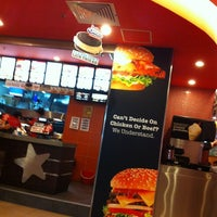 Photo taken at Carl's Jr. by meoo on 11/26/2012