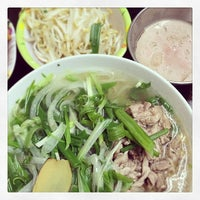 Photo taken at Phở Phú Gia by meoo on 4/6/2014