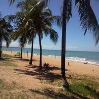 Foto tirada no(a) Praia de Jatiúca por Cláudio villar V. em 5/20/2013