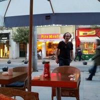 4/21/2013 tarihinde GülenFeyzan K.ziyaretçi tarafından Coupe Lunch Pub'de çekilen fotoğraf