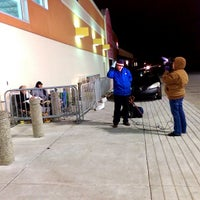 Photo taken at Best Buy by G. Ivan S. on 11/27/2014