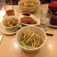 Das Foto wurde bei Lon-Men's Noodle House von Cas am 8/23/2015 aufgenommen