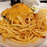 Photo taken at Steak 'n Shake by Guido S. on 11/9/2013
