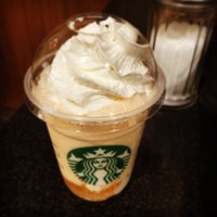 Photo taken at Starbucks by てつろー on 4/21/2016
