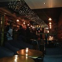 Das Foto wurde bei Insomnia Restaurant and Lounge von Pitch Ryder am 3/28/2013 aufgenommen
