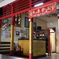 Photo taken at Bakmi Ayam & Chinese Food AKAI by Andhika S. on 7/18/2015