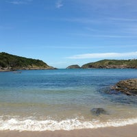 Foto tirada no(a) Praia do Forno por Nina C. em 2/22/2013