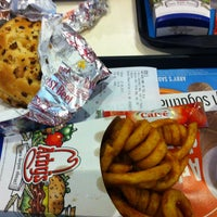Photo taken at Arby's by Muhammed Ç. on 8/27/2013