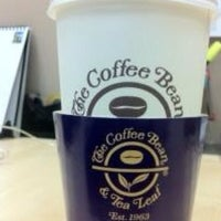 Photo taken at The Coffee Bean & Tea Leaf by IvanaTaroreh on 10/22/2012