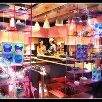 Photo taken at The Hummingbird Bakery by Djaia on 11/14/2012