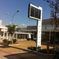 Foto tirada no(a) Villaggio Mall Center por Daniel F. em 11/21/2012