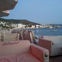 7/25/2013 tarihinde Emel B.ziyaretçi tarafından Cafe del Mar'de çekilen fotoğraf