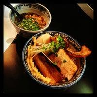 Photo taken at 麺屋 どげんか by Ryo K. on 11/19/2012