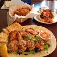 7/13/2013 tarihinde Parry B.ziyaretçi tarafından Samos Restaurant'de çekilen fotoğraf