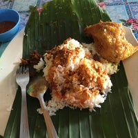 Photo taken at Nasi Kukus Ayam Dara by nely n. on 5/21/2017