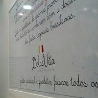 Foto tirada no(a) Dolce Vita Gelateria Italiana por Felipe R. em 12/5/2012