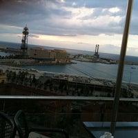 Das Foto wurde bei Miramar Restaurant Garden & Club von Asli A. am 10/27/2012 aufgenommen