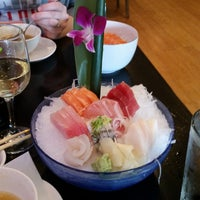 Photo prise au Masamoto Sushi & Asian Grill par Dave F. le4/20/2015