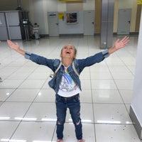 Photo taken at Получение багажа / Baggage Claim Area by Alyona W. on 8/20/2017