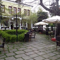 8/8/2013 tarihinde Mimarlar Odası Bahçe Cafe & Restaurantziyaretçi tarafından Mimarlar Odası Bahçe Cafe & Restaurant'de çekilen fotoğraf