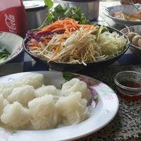 Photo taken at ขนมจีนสุพรรณี by 🐒💓Oum M W💓🐒 on 12/6/2014