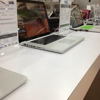 Photo taken at Boulevard IT - Apple Store by khijan on 3/1/2013