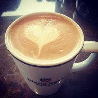 5/24/2013 tarihinde Eren F.ziyaretçi tarafından Gloria Jean's Coffees'de çekilen fotoğraf