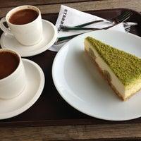 3/21/2013 tarihinde Aynur K.ziyaretçi tarafından Starbucks'de çekilen fotoğraf