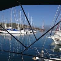 Foto tirada no(a) Ece saray marina por Hande B. em 11/4/2012