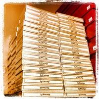 รูปภาพถ่ายที่ Signature Cigars โดย William P. เมื่อ 11/4/2012