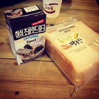 Photo taken at Kimchee Guesthouse Sinchon by muk013 on 3/14/2014