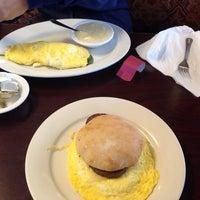 รูปภาพถ่ายที่ Village Bread Cafe โดย Frank G. เมื่อ 3/8/2014