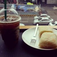 Photo taken at Starbucks by Bora Y. on 9/24/2014