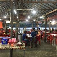 Photo taken at Arfa Batik Seafood Restaurant by Si Zatul on 3/3/2017