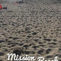 Foto tirada no(a) Mission Beach por Ayçıl M. em 3/25/2017