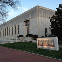 4/9/2013 tarihinde Dennis C.ziyaretçi tarafından Folger Shakespeare Library'de çekilen fotoğraf
