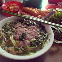 Photo taken at Phở Bắc Hải by Ted P. on 3/20/2014