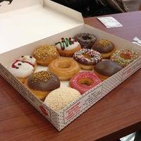 Photo prise au Krispy Kreme par Настюша le12/15/2013