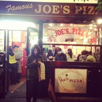 Foto tirada no(a) Joe's Pizza por bk em 10/12/2012