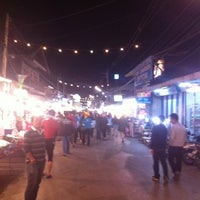 รูปภาพถ่ายที่ ถนนคนเดินปาย โดย Yak F. เมื่อ 12/20/2012