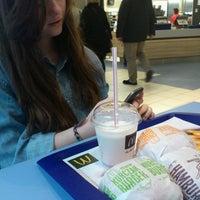 Снимок сделан в McDonald's пользователем Iza M. 3/21/2013