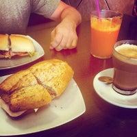 Foto tomada en Lorena Café Mijas por Josema M. el 9/19/2013